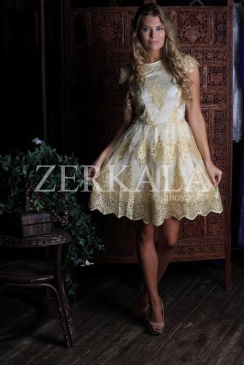 Короткое кружевное золотое платье