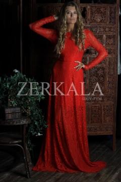 Красное кружевное вечернее платье в пол