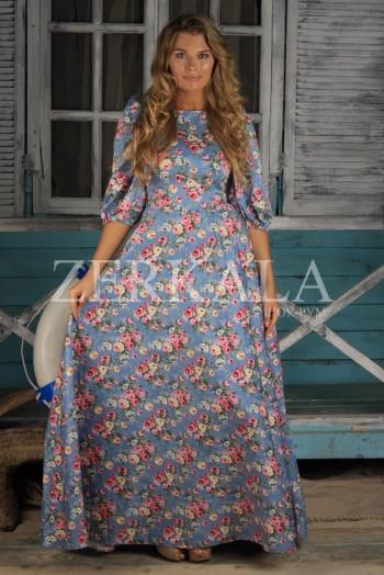 Голубое длинное платье в цветочек