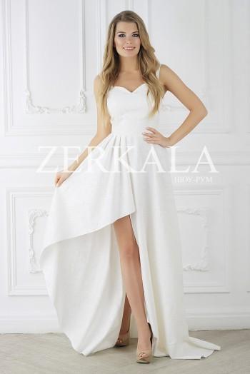Белое платье из жакарда с открытым верхом и вырезом на ноге