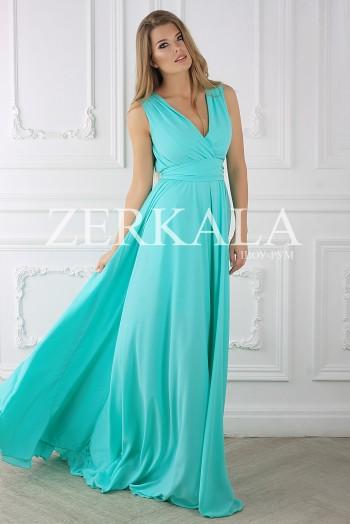 Бирюзовое шифоновое платье с вырезом на груди