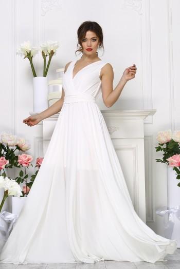 Вечернее белое  платье с вырезом на груди без рукавов