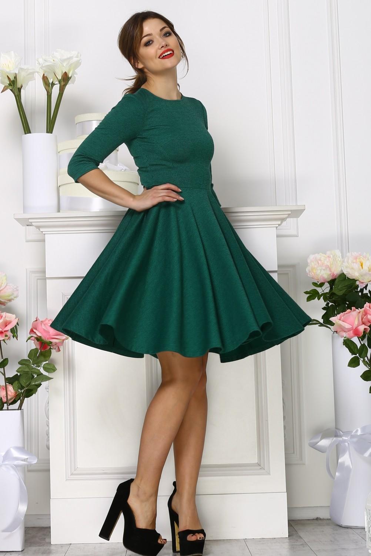 Зеленое пышное платья