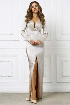 Золотое длинное платье с вырезом на груди