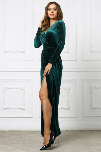 Зеленое бархатное платье с вырезом на ноге
