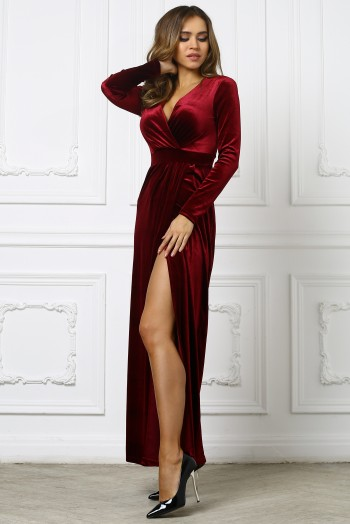 Бордовое бархатное платье с вырезом на ноге