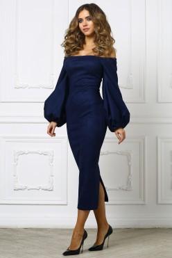 Темно-синее платье миди с приспущенными плечами