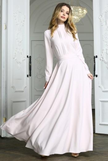 Бежевое вечернее платье в пол с полосками и длинными рукавами