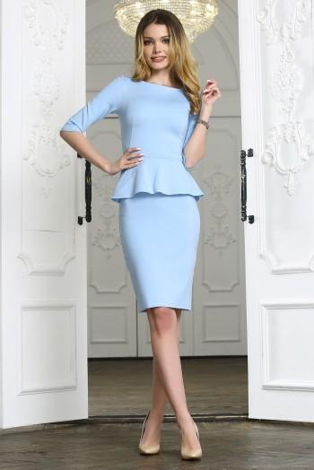 Голубое платье миди с баской