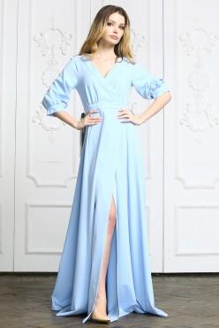 Голубое длинное платье с вырезом на ноге