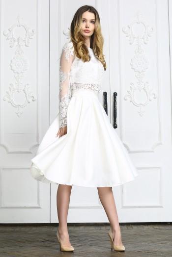 Белый костюм с кружевным верхом и юбкой