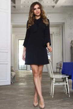 Короткое черное платье с галстуком