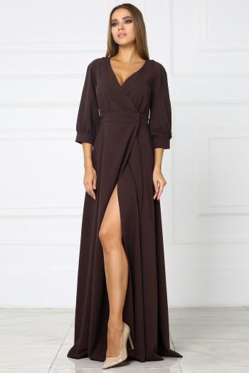 Коричневое длинное платье с вырезом на ноге