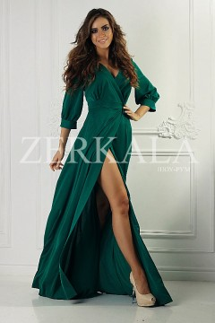 Зеленое длинное платье с вырезом на ноге