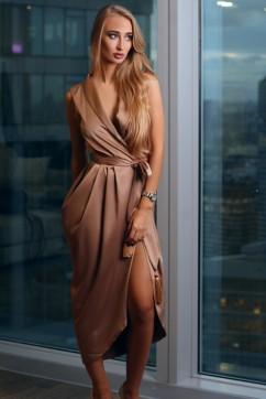 Золотое платье на запах без рукавов