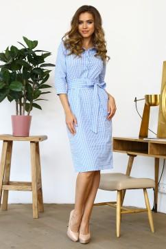 Голубое платье миди с поясом в мелкую клетку