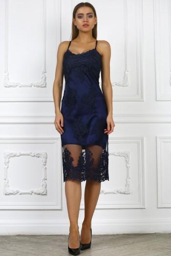 Синее кружевное платье на бретельках
