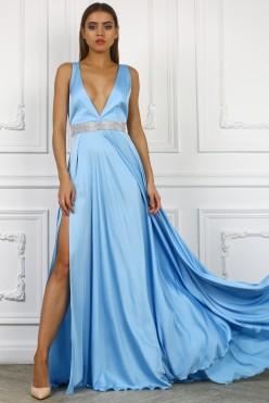 Голубое платье с поясом из кристаллов