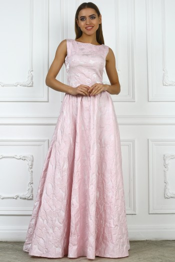 Розовое длинное платье из жаккарда без рукавов