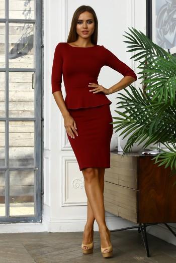 Бордовое офисное миди платье с баской